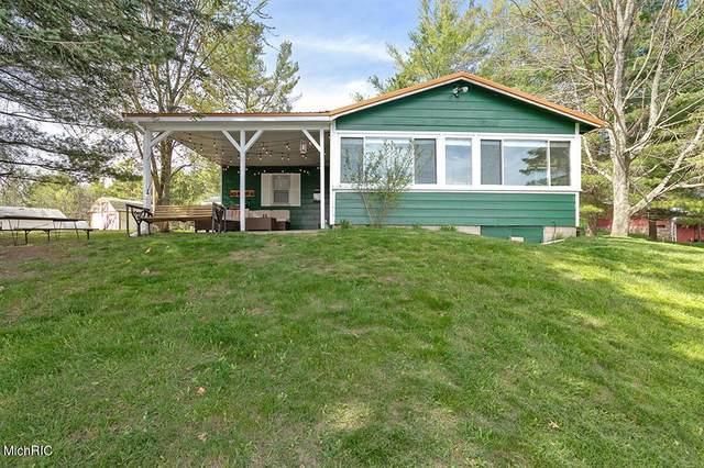 8253 Lake Lure Drive, Evart Twp, MI 49631 (MLS #65021010934) :: The John Wentworth Group