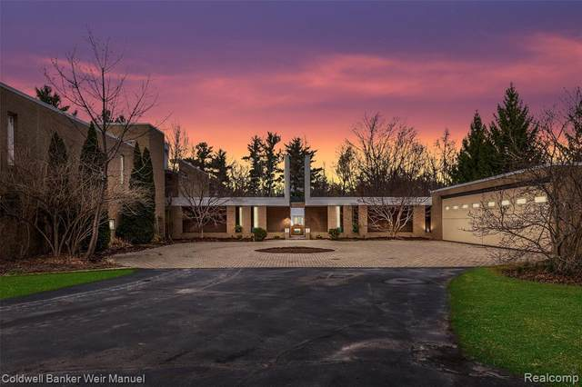 5755 Bloomfield Glens, West Bloomfield Twp, MI 48322 (#2210023189) :: GK Real Estate Team