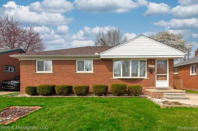 24575 Petersburg Avenue, Eastpointe, MI 48021 (#2210023275) :: Novak & Associates