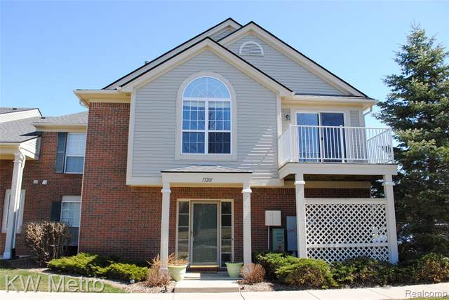 13201 Chesapeake Circle, Commerce Twp, MI 48390 (#2210023412) :: NextHome Showcase