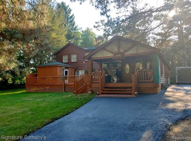 2737 Wixom Road, Milford Twp, MI 48381 (#2210023431) :: The Mulvihill Group