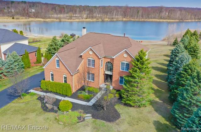 3060 Exeter Drive, Milford Twp, MI 48380 (#2210023588) :: The Mulvihill Group