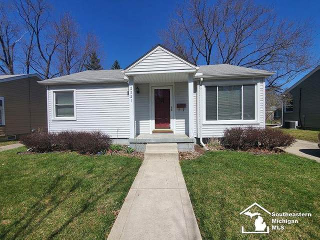 2321 Dallas Ave, Royal Oak, MI 48067 (#57050038300) :: The Alex Nugent Team | Real Estate One
