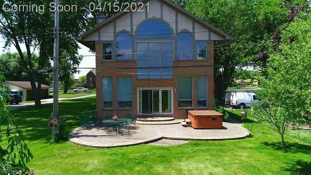 49852 Miller Ct, Chesterfield Twp, MI 48047 (#58050038314) :: Real Estate For A CAUSE