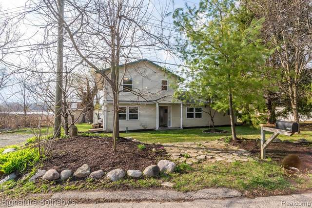 6771 Scotch Lake Drive, West Bloomfield Twp, MI 48324 (#2210023913) :: GK Real Estate Team
