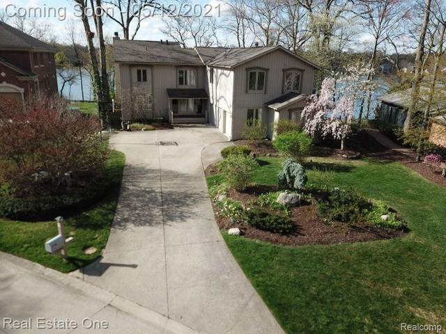 7049 Dandison Boulevard, West Bloomfield Twp, MI 48324 (#2210024232) :: GK Real Estate Team