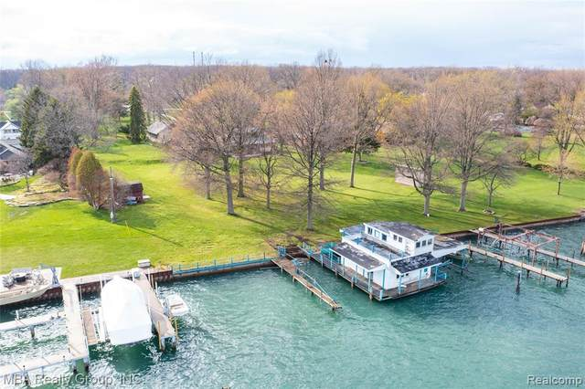 27115 East River Road, Grosse Ile Twp, MI 48138 (#2210024278) :: The Alex Nugent Team | Real Estate One