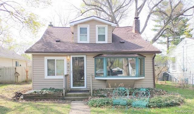 6481 Prairie Lawn, Waterford Twp, MI 48329 (#2210024559) :: GK Real Estate Team