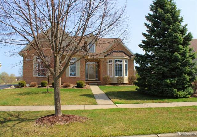 11085 Woodfield Parkway, Holly Twp, MI 48439 (#2210024562) :: The Mulvihill Group