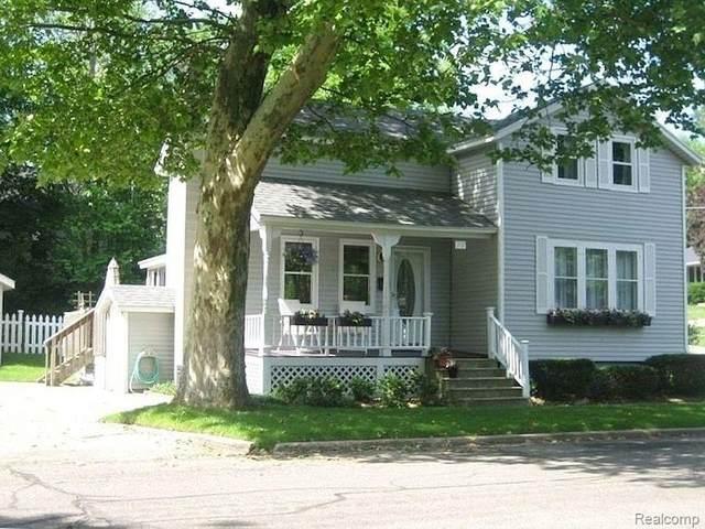 302 Clinton Avenue, Grand Haven, MI 49417 (#2210024670) :: The Mulvihill Group