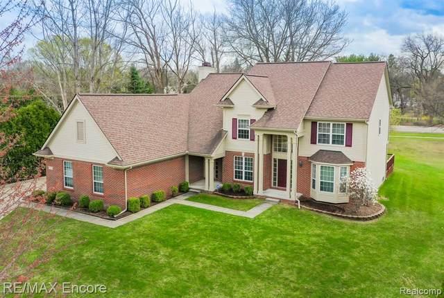 7509 Greenway Lane, West Bloomfield Twp, MI 48324 (MLS #2210024714) :: The John Wentworth Group