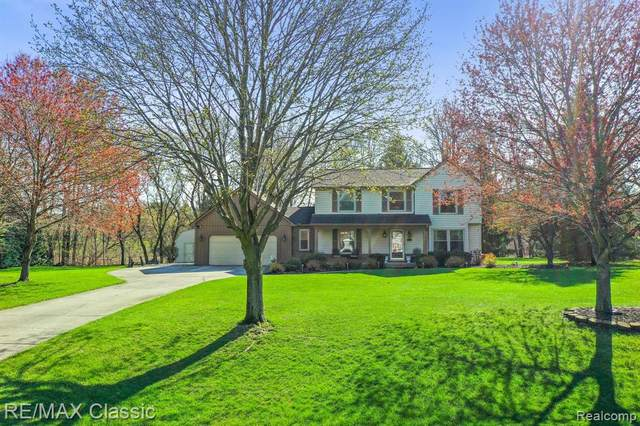 4211 Chapel View Circle, Brighton Twp, MI 48114 (MLS #2210024846) :: The John Wentworth Group