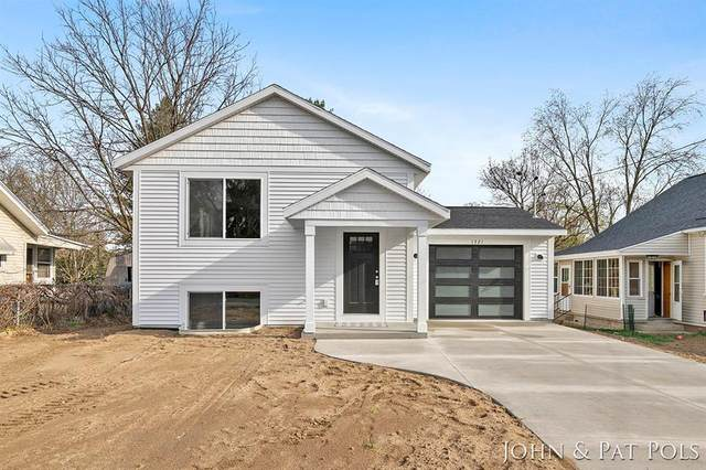 1321 Calgary Street NE, Grand Rapids, MI 49505 (MLS #65021011776) :: The John Wentworth Group