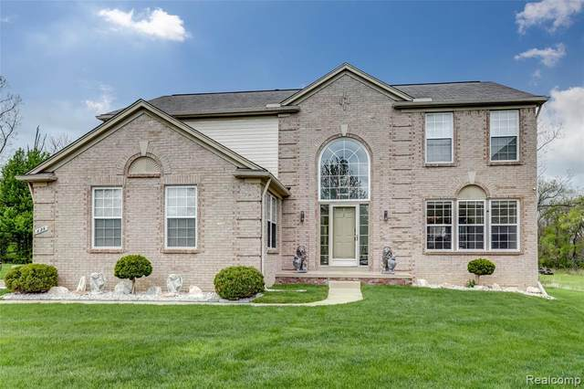826 Canyon Creek Drive, Holly Vlg, MI 48442 (#2210025259) :: Real Estate For A CAUSE