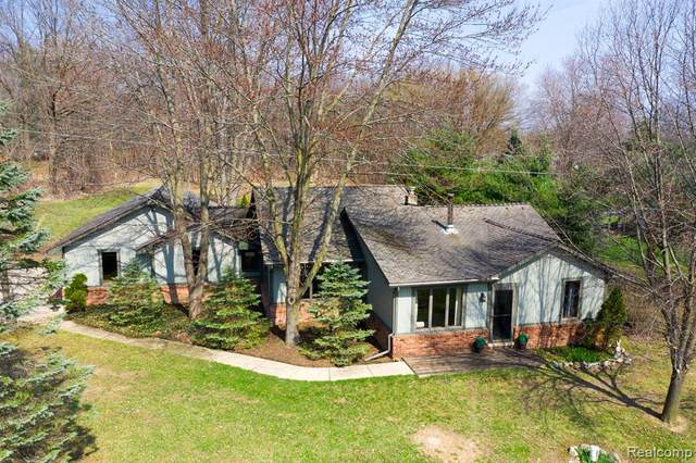 376 S Hacker Road, Genoa Twp, MI 48114 (#2210025450) :: The Merrie Johnson Team