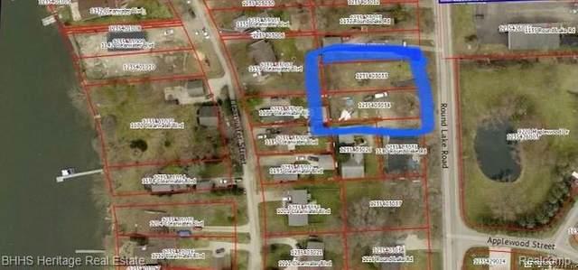 Lot 8 Round Lake Road, White Lake Twp, MI 48386 (#2210025586) :: Robert E Smith Realty