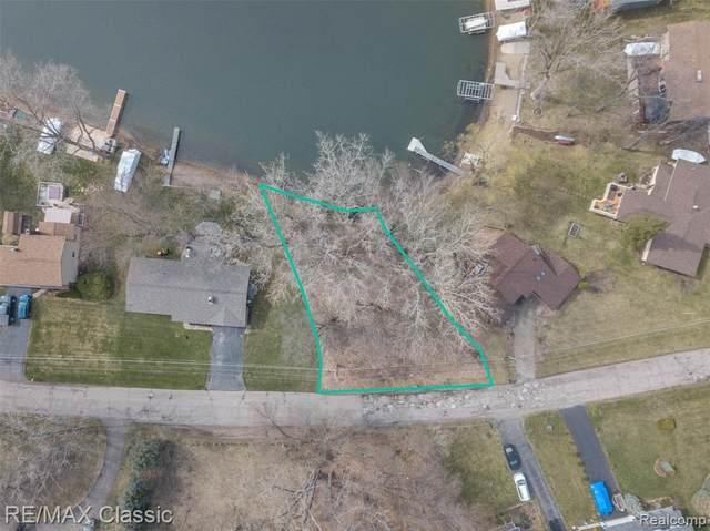 vacant Woodruff Lake, Highland Twp, MI 48357 (#2210025756) :: The Alex Nugent Team | Real Estate One