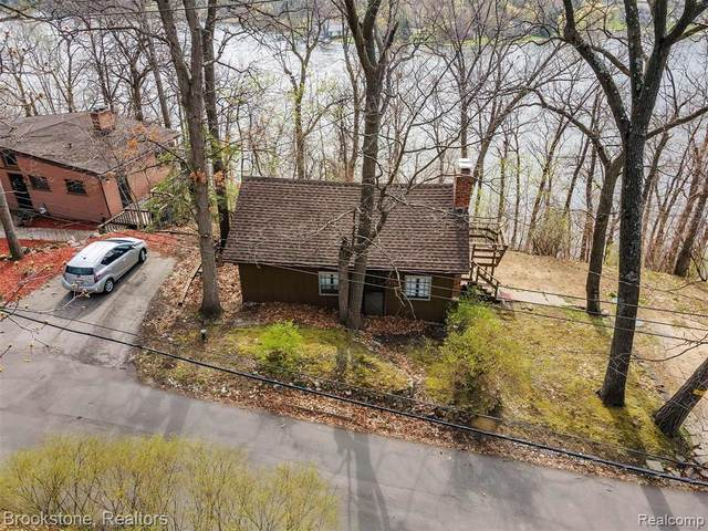 8490 Thendara Court, Independence Twp, MI 48348 (#2210025887) :: Real Estate For A CAUSE