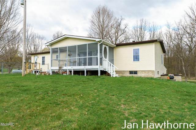 1639 W Sager Road, Hope Twp, MI 49058 (#65021012271) :: Robert E Smith Realty