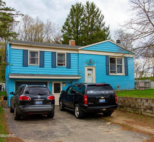 301 Viking Drive, Pennfield Twp, MI 49017 (#66021012276) :: Duneske Real Estate Advisors