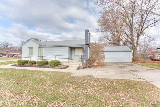 305 E Maple Road, Troy, MI 48083 (#2210025927) :: The Alex Nugent Team | Real Estate One