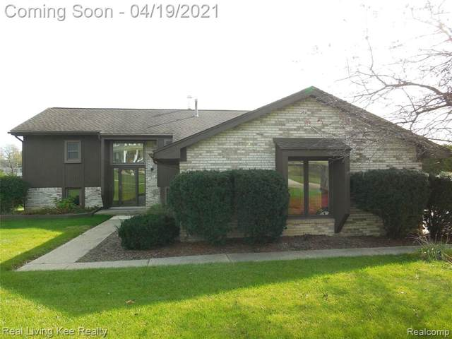335 Olivewood Court, Oakland Twp, MI 48306 (#2210026074) :: The Alex Nugent Team   Real Estate One