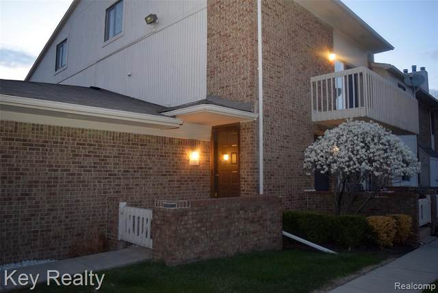 6517 Maple Lakes Court, West Bloomfield Twp, MI 48322 (#2210026168) :: Alan Brown Group