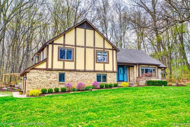 4299 Highland Road, Oceola Twp, MI 48843 (MLS #2210026254) :: The John Wentworth Group