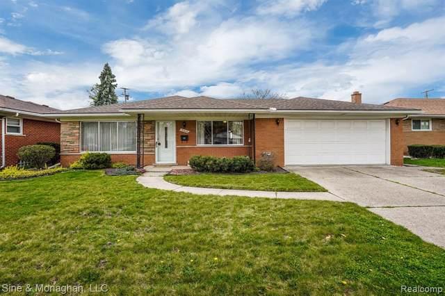 19600 Chalon, Saint Clair Shores, MI 48080 (#2210026298) :: Real Estate For A CAUSE
