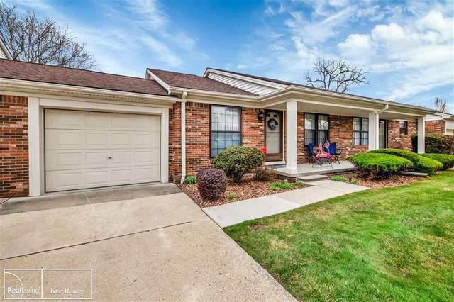 28090 Fair Oaks Ln #14 Unit14, Harrison Twp, MI 48045 (#58050039047) :: The Alex Nugent Team | Real Estate One