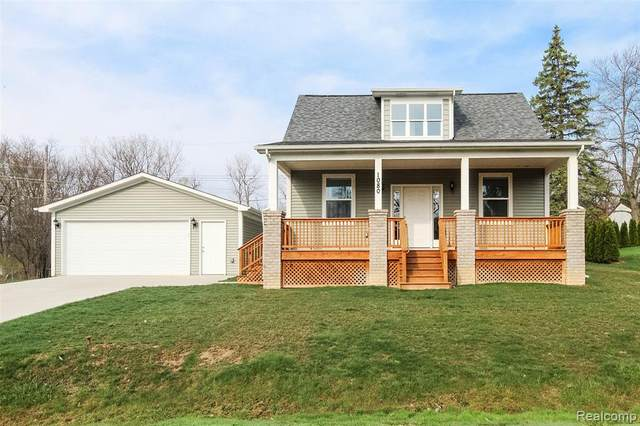 1080 Oregon Boulevard, Waterford Twp, MI 48327 (#2210026394) :: GK Real Estate Team