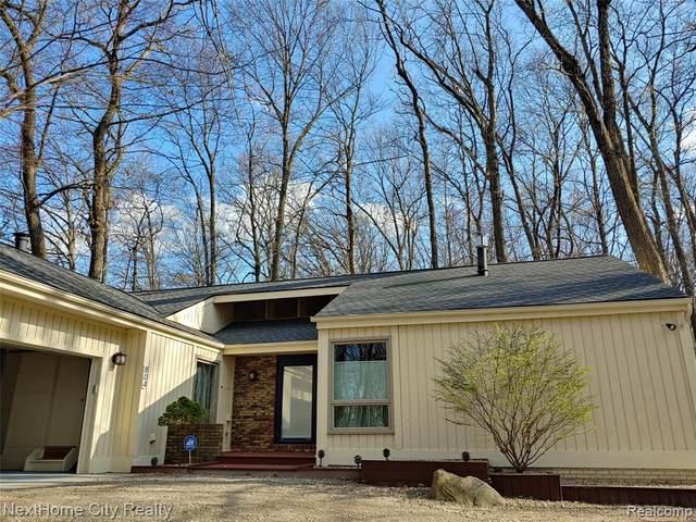 804 N Pleasant Valley Road, Hartland Twp, MI 48380 (#2210026412) :: Novak & Associates