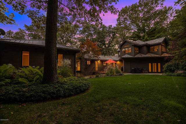 3111 62nd Street, Saugatuck Twp, MI 49453 (#71021012717) :: The Merrie Johnson Team
