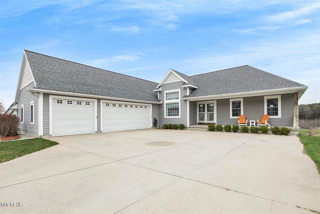 1350 N Hillside Drive, Pere Marquette Twp, MI 49431 (#67021012756) :: Real Estate For A CAUSE