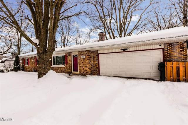 7348 Little Paw Paw Lake Road, Coloma Twp, MI 49038 (#69021012854) :: Novak & Associates