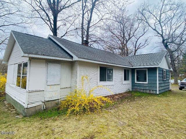 5667 Harding Avenue, Egelston Twp, MI 49442 (#71021013150) :: Real Estate For A CAUSE