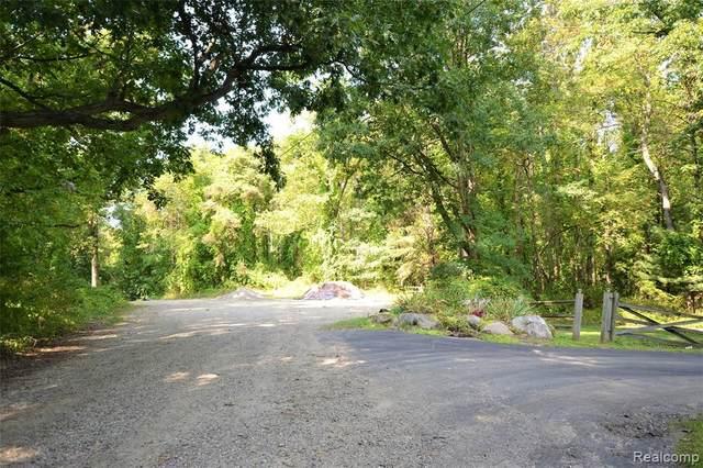 0000 Conifer Trail Lot 1, Milford Twp, MI 48381 (#2210028104) :: Keller Williams West Bloomfield