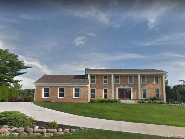 4423 Apple Valley Lane, West Bloomfield Twp, MI 48323 (#2210028119) :: Real Estate For A CAUSE