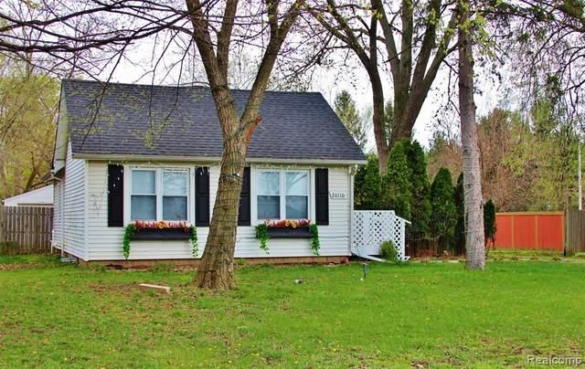20110 Farmington Rd, Livonia, MI 48152 (#2210028262) :: Real Estate For A CAUSE