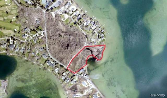 4740 Willow Lane, Orchard Lake Village, MI 48324 (#2210028357) :: Real Estate For A CAUSE