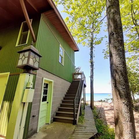 17724 N Ridgewood Drive, Arcadia Twp, MI 49613 (#67021013726) :: Real Estate For A CAUSE