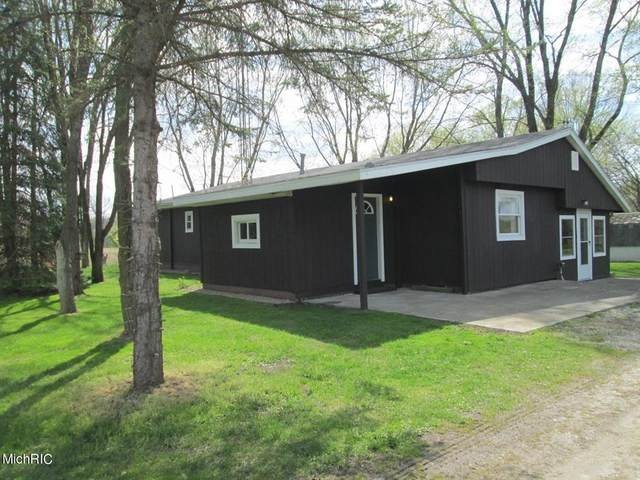 13984 Log Cabin Road, Weesaw Twp, MI 49128 (#69021013925) :: Novak & Associates