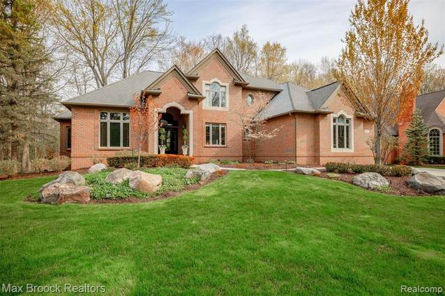 160 Turnberry Court, Beverly Hills Vlg, MI 48025 (#2210029230) :: Keller Williams West Bloomfield