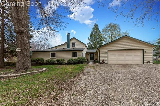 5605 Halsted Road, West Bloomfield Twp, MI 48322 (#2210029319) :: Real Estate For A CAUSE