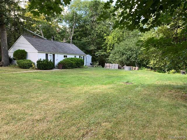 5534 Park Drive, Orchard Lake Village, MI 48324 (#2210029876) :: Real Estate For A CAUSE