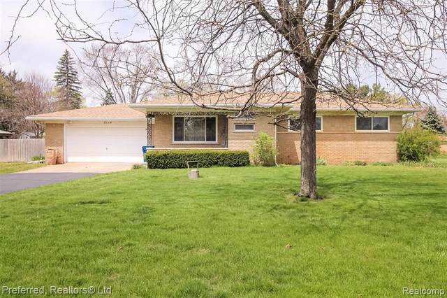 8114 Vanden Dr, White Lake Twp, MI 48386 (#2210029927) :: Real Estate For A CAUSE