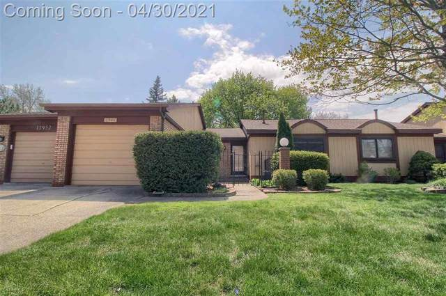 11944 E Fort Lauderdale, Warren, MI 48093 (#58050040062) :: Real Estate For A CAUSE
