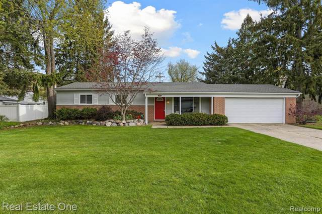 5874 Thornaby Drive, Waterford Twp, MI 48329 (#2210030033) :: Real Estate For A CAUSE