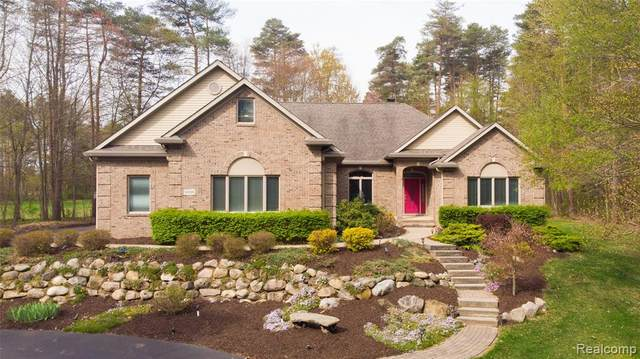 8338 Walkabout Way, Putnam Twp, MI 48169 (#2210030344) :: Real Estate For A CAUSE