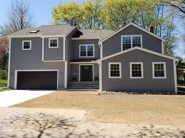3706 Lakeview Boulevard, Orchard Lake Village, MI 48324 (#2210030505) :: Real Estate For A CAUSE